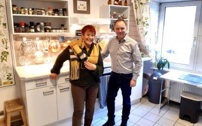 Kochen, genießen, entspannen und Klein-Hollywood: Bürgermeisterkandidat Mike Weiland in Sauerthal zu Gast